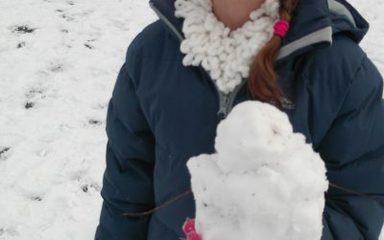Key Stage 1 enjoy the snow.