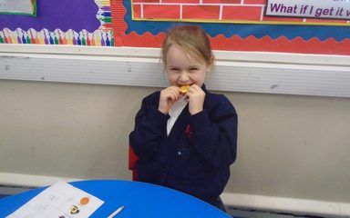 Handa's Surprise Fruit Tasting in Y1EB