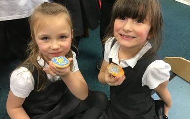 Year 1 decorate Christmas biscuits