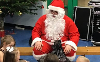Year 1 have a fantastic Christmas party